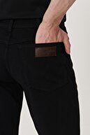 Wrangler Texas Erkek Siyah Straight Fit Normal Bel Düz Paça Esnek Jean Pantolon