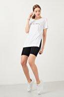 Lela Baskılı Bisiklet Yaka Yırtmaç Detaylı % 100 Pamuk T Shirt Kadın T Shirt 5411063m