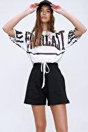 Trend Alaçatı Stili Kadın Beyaz Baskılı Beli Bağcıklı Crop T-Shirt MDA-1137