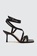 Trendyol Shoes Siyah Küt Burunlu Kadın Klasik Topuklu Ayakkabı TAKSS21TO0038