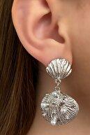 Takıştır Gümüş Renk Deniz Kabuğu Figürlü Inci Detaylı Metal Küpe (çift)