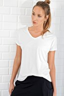 Trend Alaçatı Stili Kadın Beyaz V Yaka Basic T-Shirt ALC-1045-A