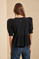 TRENDYOLMİLLA Siyah Volan Detaylı Bluz TWOSS20BZ0494