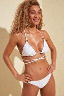 TRENDYOLMİLLA Beyaz Yanları Halka Aksesuar Detaylı Bikini Altı TBESS20BA0250