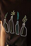 Olalook Kadın Siyah Şişe Nakışlı T-shirt TSH-19000177