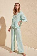TRENDYOLMİLLA Mint Kolları Fırfırlı Viskon Dokuma Pijama Takımı THMSS20PT0130