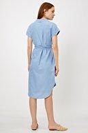 Koton Kadın Mavi V Yaka Kısa Kollu Düğme Detaylı Midi Jean Elbise 9YAK87201MD