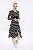 Hanna's Kadın Siyah-Beyaz Kapüşonlu Önden Yırtmaçlı Uzun Kollu Elbise HN2106
