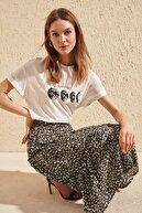 TRENDYOLMİLLA Beyaz Baskılı Boyfriend Örme T-Shirt TWOSS20TS0245