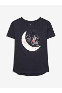 Kadın Lacivert Değişen Pullu Kısa Kollu T-shirt