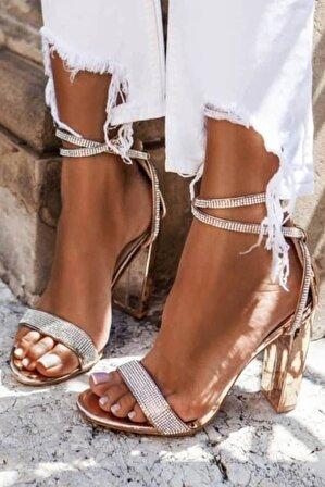 ADDİ Kadın Gold Zirkon Taşlı Parlak Bilekten Bağlı Topuklu Sandalet