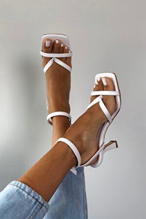 Arazshoes Kadın Beyaz Orkide Topuklu Sandalet