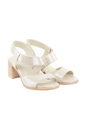 LuviShoes Kadın Ekru Simli Alçak Ökçeli Sandalet