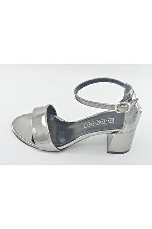 KARVENSHOES Platin Ayna Bilek Bantlı Sandalet 022