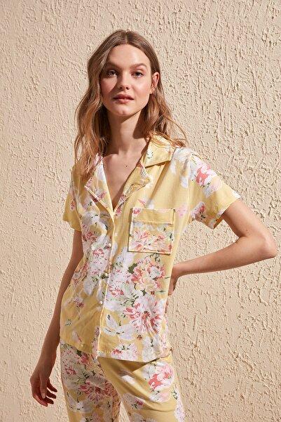 TRENDYOLMİLLA Sarı Çiçek Desenli Örme Pijama Takımı THMSS20PT0063