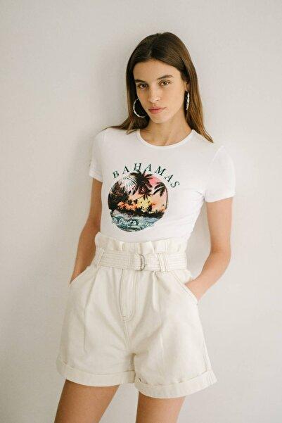 Bershka Kadın Krem Baskılı T-Shirt 02216033