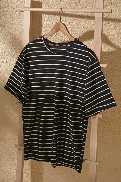 TRENDYOLMİLLA Siyah Çizgili Asimetrik Örme T-Shirt TWOSS20TS1549