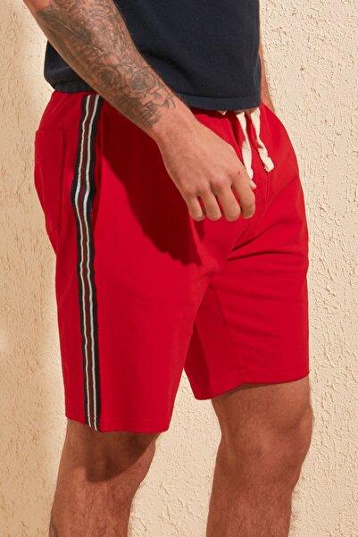 TRENDYOL MAN Kırmızı Erkek Regular Fit Şeritli Şort & Bermuda TMNSS20SR0078