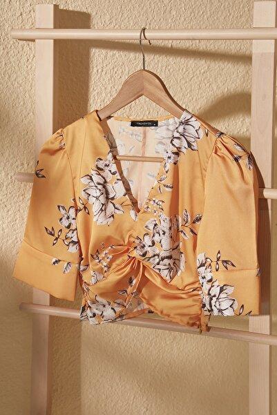 TRENDYOLMİLLA Sarı Çiçek Desenli Bluz TWOSS20BZ1124