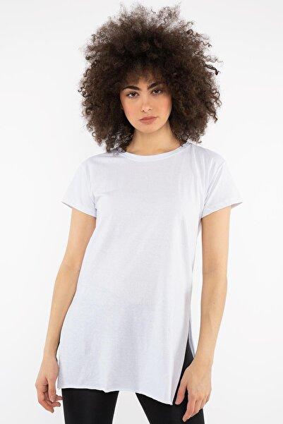 Hadise Beyaz Yanı Yırtmaçlı Tshirt D5049