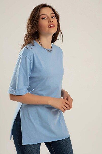 Kadın Mavi Bisiklet Yaka Yırtmaçlı Kısa Kollu T-Shirt Y20S110-4123
