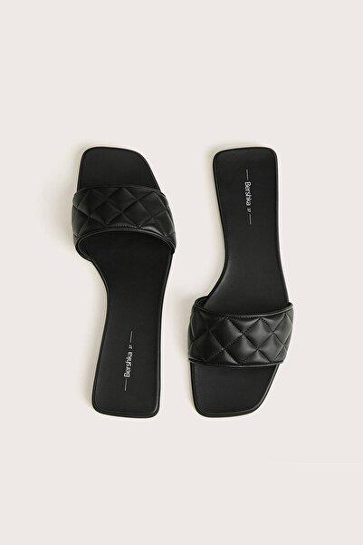 Bershka Kadın Siyah Düz Yastıklı Sandalet 11802661