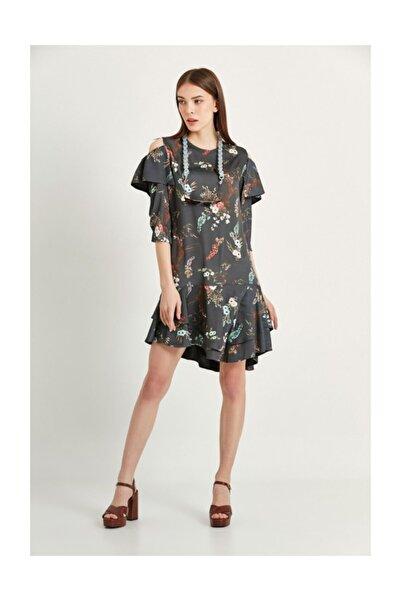 Say Gri Omuzları Açık Eteği Volanlı Çiçekli Elbise