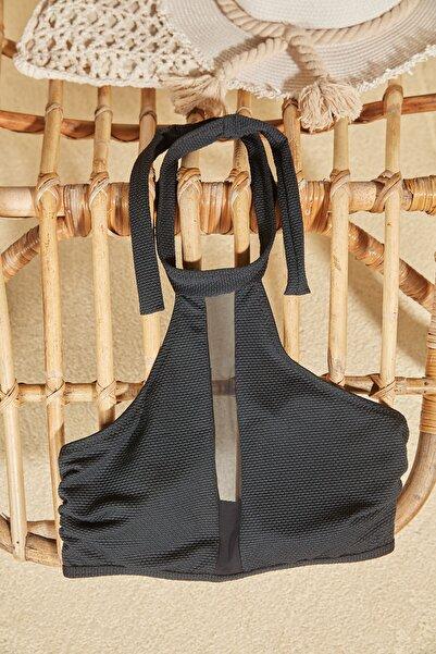 Siyah Halter Yaka Tül Detaylı Bikini Üstü TBESS20BU0369