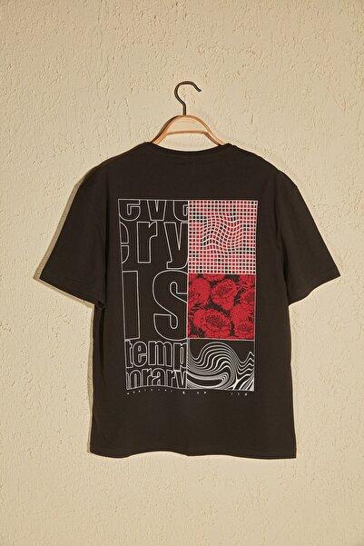 TRENDYOL MAN Siyah Erkek Sırt Baskılı T-Shirt TMNSS20TS0656