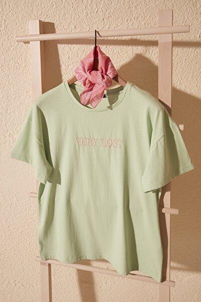 TRENDYOLMİLLA Mint Nakışlı Boyfriend Örme T-Shirt TWOSS20TS0228