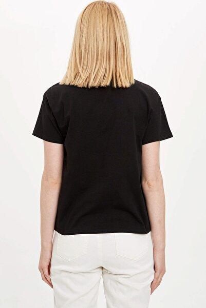 Kadın Siyah Güvende Kal Bisiklet Yaka Regular Fit T-Shirt R9938AZ.20SM.BK27