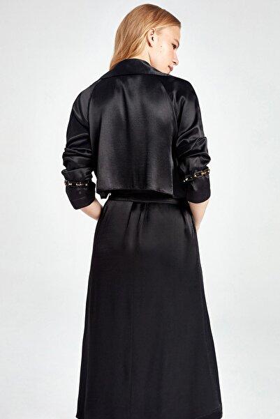 Kadın Siyah Saten Yüzeyli Trençkot N20Y-11201-0002