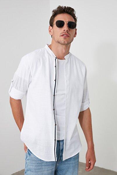 Beyaz Erkek Basic Hakim Yaka Apoletli Slim Fit Uzun Kollu Gömlek TMNSS20GO0188