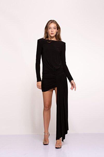 Tuba Ergin Kadın Siyah Asimetrik Etek Detaylı Sırt Dekolteli Mini Berta Elbise