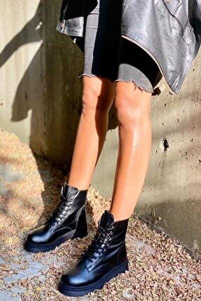 Siyah Cilt Kadın Bot KY3090
