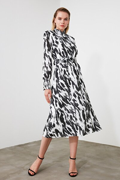 TRENDYOLMİLLA Çok Renkli Kemerli Elbise TWOAW21EL0550
