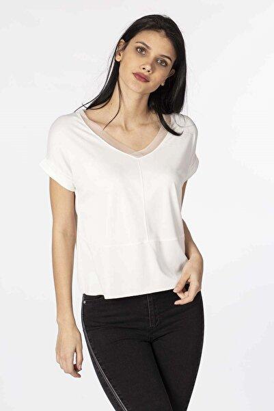 BARRELS AND OIL Kadın Ekru V Yaka Dantel Detaylı T-Shirt