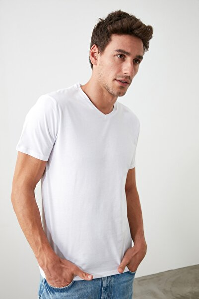 Beyaz Erkek Basic Pamuklu V Yaka Slim Fit T-Shirt TMNSS19BO0002
