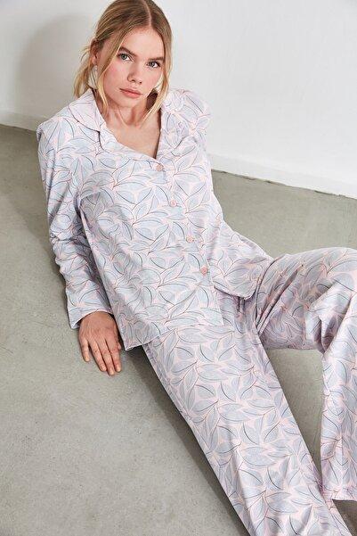 TRENDYOLMİLLA Yaprak Desenli Örme Pijama Takımı THMAW21PT0116