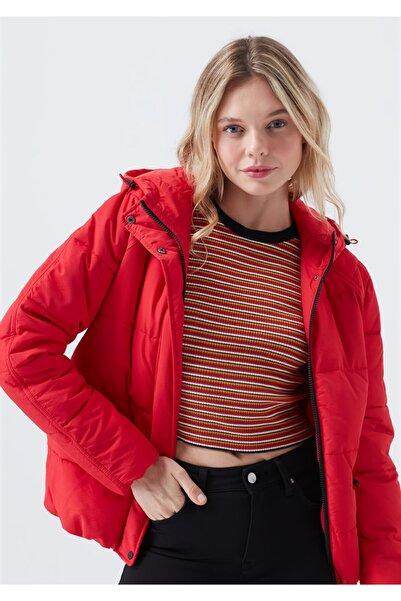 Mavi Kapüşonlu Kırmızı Ceket
