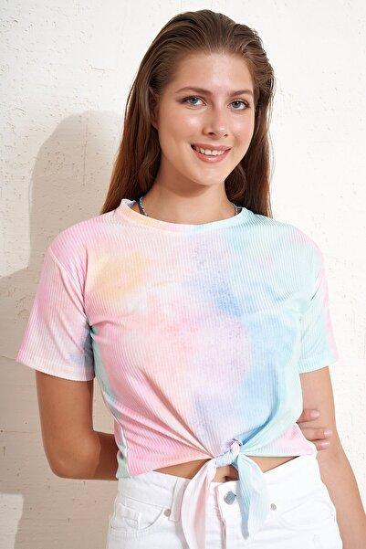 Eka Önü Bağlamlı Batik Desenli T-shirt