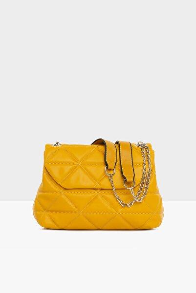 Bagmori Sarı Kadın Üçgen Nakışlı Kapaklı Çanta M000004328