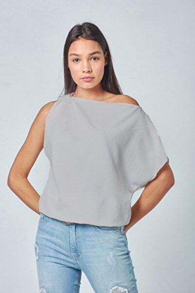 Lefon Kadın Gri Omuz Detay Bluz