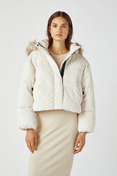 Pull & Bear Kadın Buz Rengi Renkli Kapüşonlu Şişme Mont 09710311