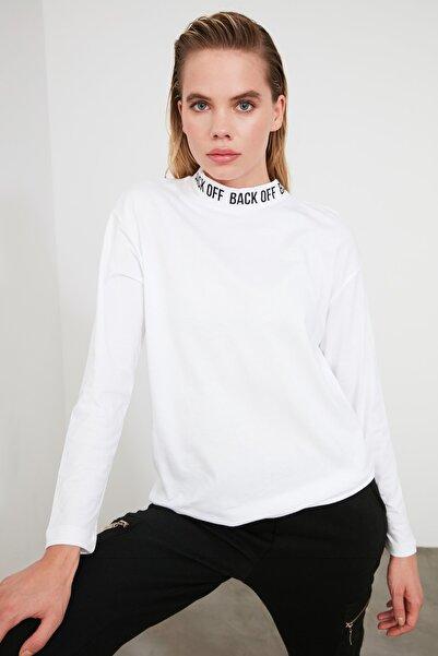 TRENDYOLMİLLA Beyaz Yakası Baskılı Örme T-shirt TWOAW20TS0230