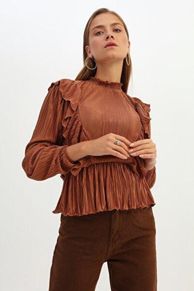 Quzu Kadın Taba Fırfırlı Uzun Kol Bluz
