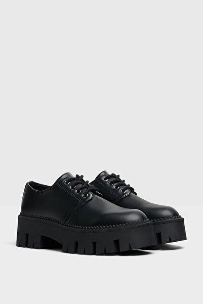 Bershka Kadın Siyah Tırtıklı Tabanlı Düz Platform Ayakkabı