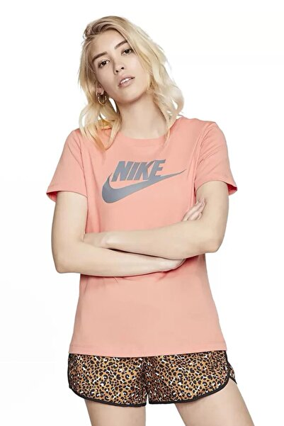 Nike BV6169-606 Sportswear Essential Tişört