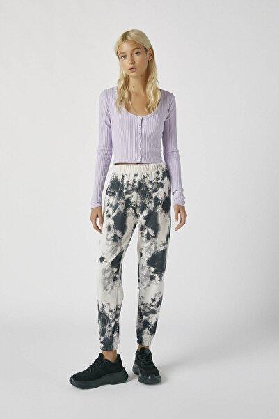 Pull & Bear Kadın Taş Rengi Batik Desenli Kontrast Pantolon 09672328