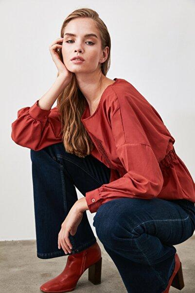 TRENDYOLMİLLA Kiremit Geniş Omuz Detaylı Bluz TWOAW20BZ0618